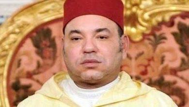 صورة جلالة الملك يعزي أفراد أسرة الفنان الراحل محمود الإدريسي