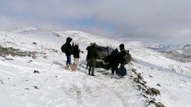 صورة إنقاذ 9 أشخاص ضمنهم 7 أساتذة حاصرتهم الثلوج بين إملشيل والريش